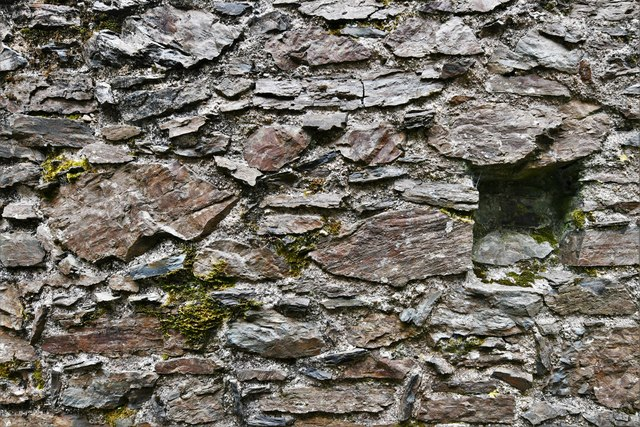 Restormel Castle: The Lady's Chamber (building detail)