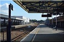 SU6400 : Platform 3, Portsmouth & Southsea Station by N Chadwick