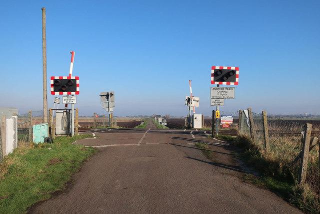 Level crossing, North Fen