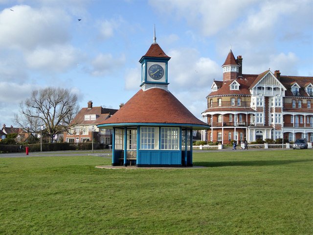 Shelter with clock, Frinton-on-Sea
