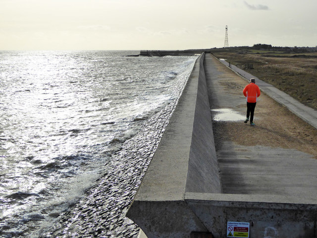 Sea wall between Sandy Point and Chevaux de frise Point
