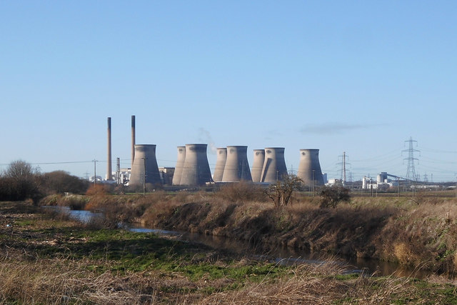 """Ferrybridge""""C"""" power station (disused) and the river Aire"""