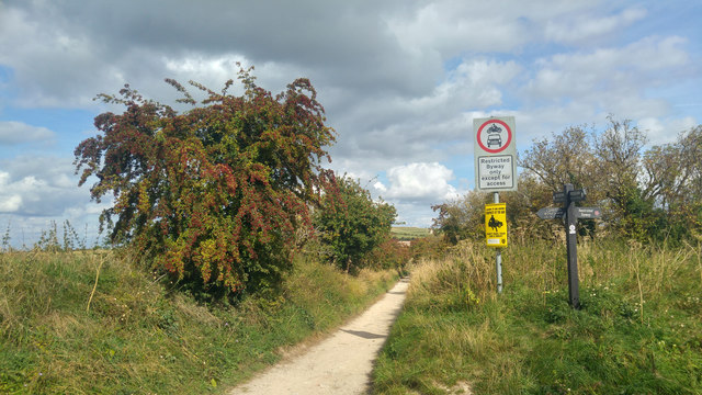 The Ridgeway, east of a crossroads near Waylands Smithy