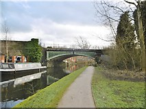 SJ9398 : Dukinfield, railway bridge by Mike Faherty