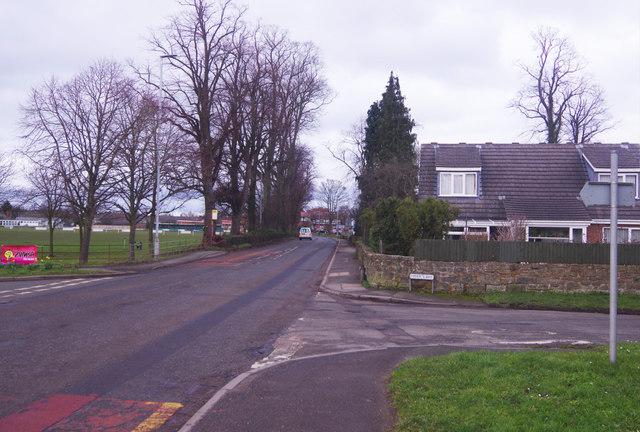 62cb6c18ff Chester Road, Gresford © Stephen McKay cc-by-sa/2.0 :: Geograph ...