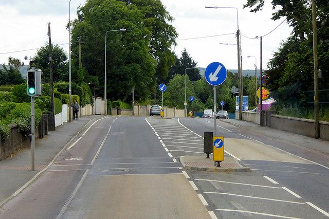 Pedestrian-controlled Traffic Lights on the N25 near Tourmore Park