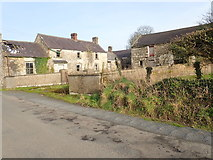 J0516 : Derelict farmhouse and outbuildings on the Foughilletra Road by Eric Jones