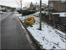 ST3090 : Open grit box, Rowan Way, Malpas, Newport by Jaggery