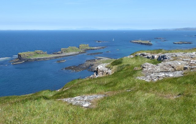 Sgeir a' Chaisteil and outlying islets off Lunga