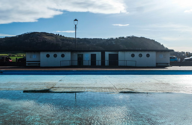 Public toilets and changing rooms, Craig-y-Don paddling pool
