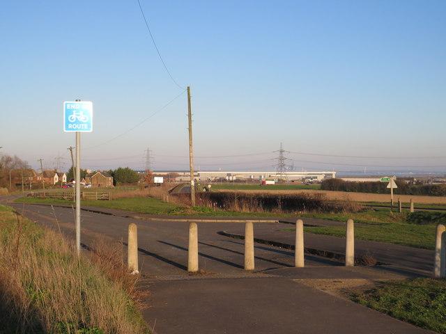 Cycle path alongside Stoke Road, near Hoo St Werburgh