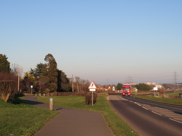 Cycle path alongside Stoke Road, near Hoo St Werburgh