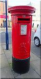 NZ6025 : Elizabeth II postbox on High Street, Redcar by JThomas