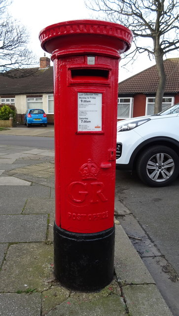 George V postbox on Laburnum Road, Redcar