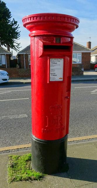 Elizabeth II postbox on West Dyke Road, Redcar