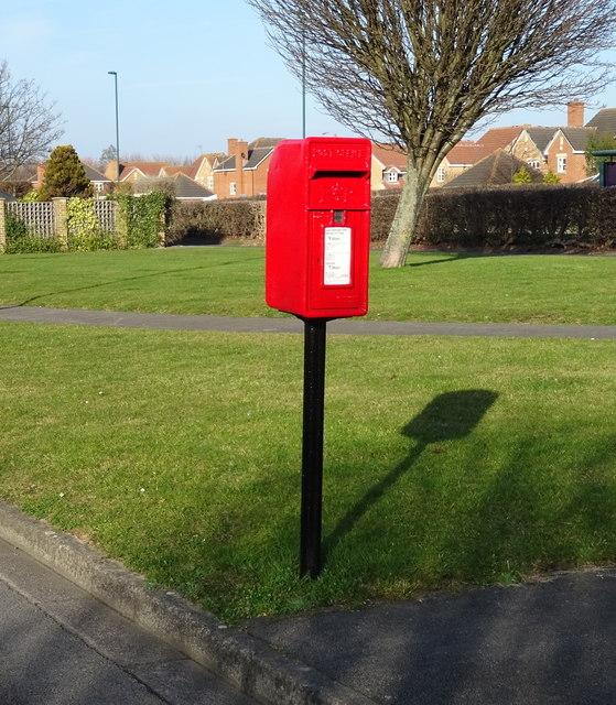 Elizabeth II postbox on Wheatlands Park Redcar