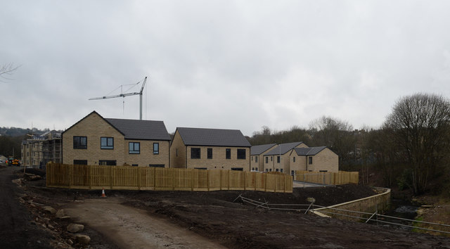New housing by Bradford Beck in Windhill
