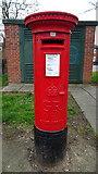 TA0831 : George V postbox on Newland Avenue, Hull by JThomas