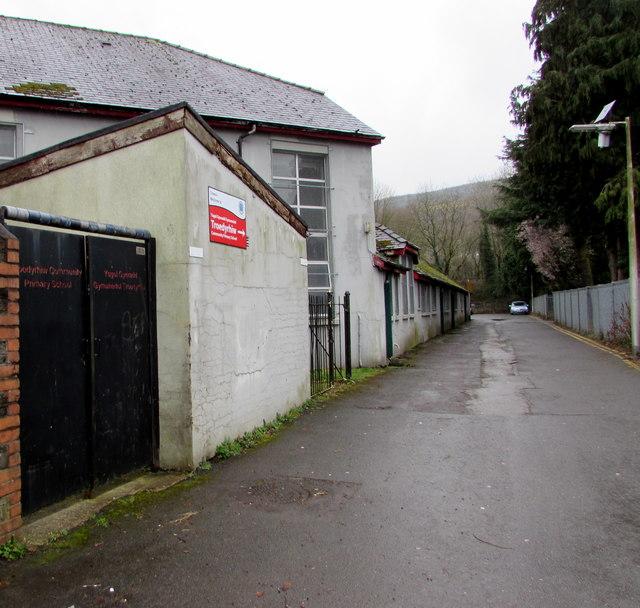 Towards Troedyrhiw Community Primary School by Jaggery