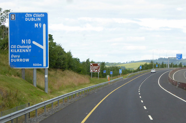Northbound M9 approaching Junction 8 for Kilkenny