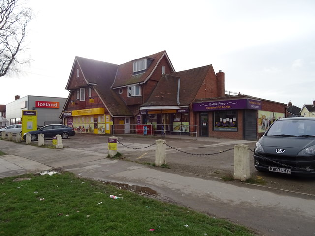 Convenience store on Endike Lane, Hull by JThomas