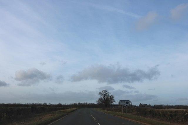 Banbury Road approaching Warmington