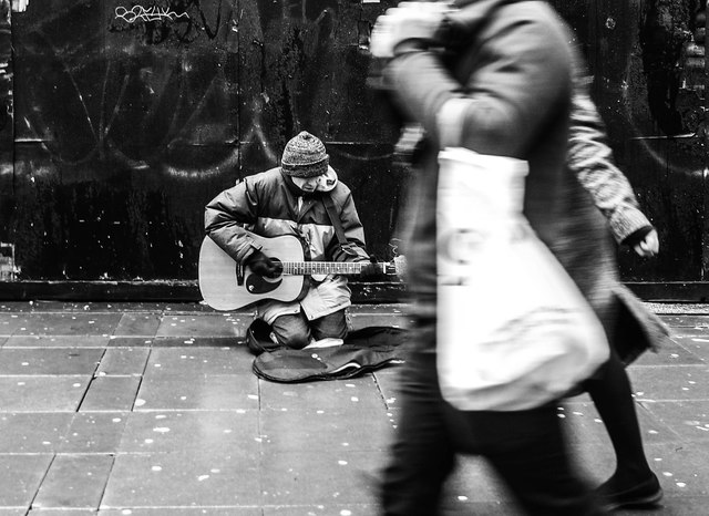 Busker, Manchester Piccadilly