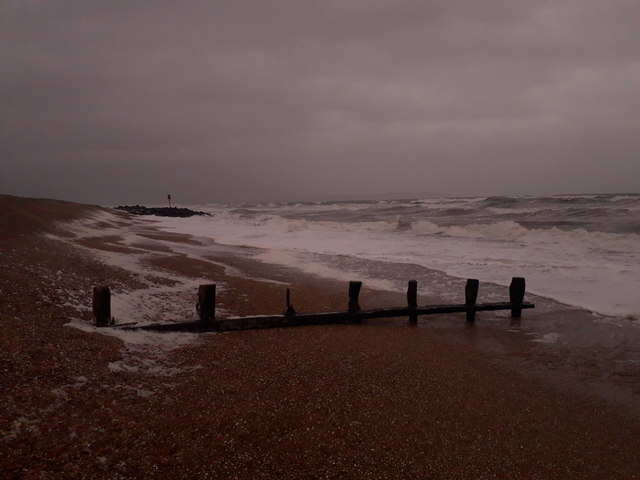 Milford on Sea: an old wooden groyne