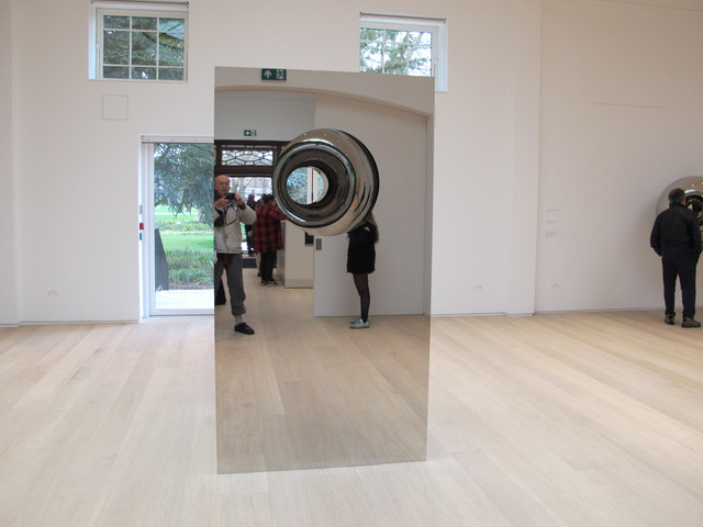 Anish Kapoor mirror sculpture in Pitzhanger Gallery