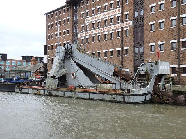 """Steam dredger """"SND No.4"""", Gloucester Docks"""