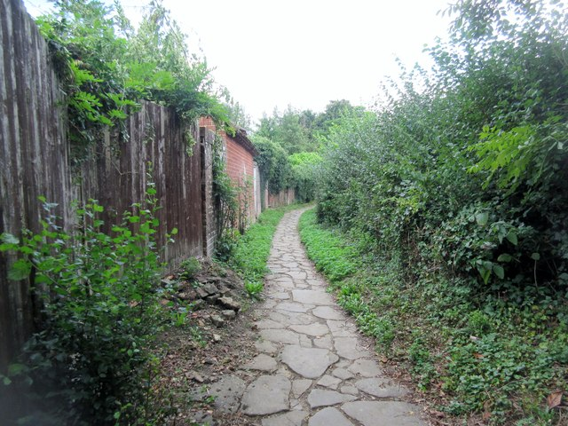Footpath to Ifield Road (2)