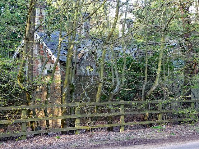 Derelict lodge near Fulmer