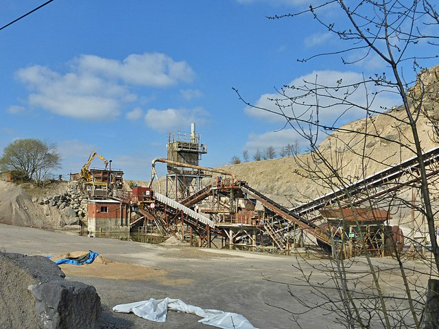 Abandoned aggregate sorter at Crich Cliff Quarry