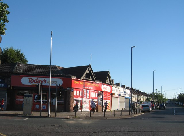 Swanside Shops and Campbell Drive