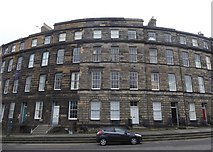 NT2574 : Terraced housing on Brandon Street, Edinburgh by Alpin Stewart