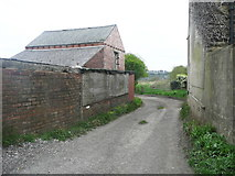 SE2332 : Footpath off Roker Lane, Pudsey by Humphrey Bolton