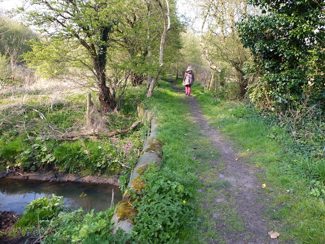 Path from Thelwall Old Post Office to the Manchester Ship Canal