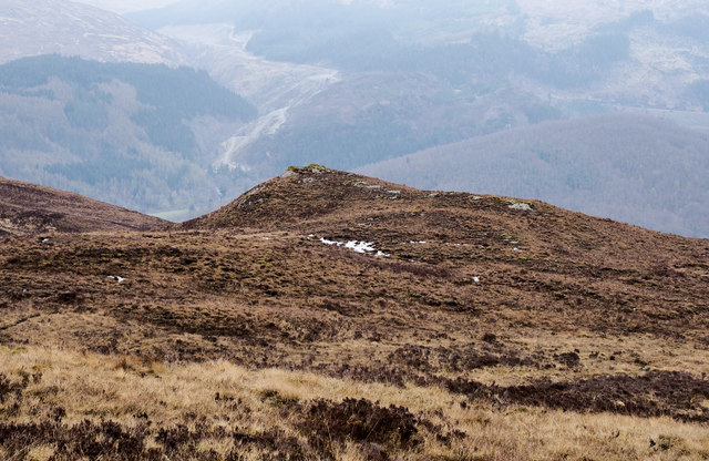 Minor rise from heather moorland