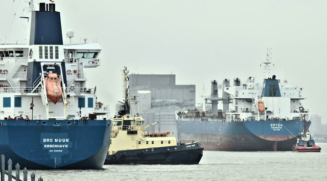 """Bro Nuuk"" and ""Ertea"", Belfast harbour (April 2019)"