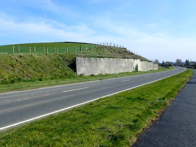 Concrete reinforced truncated drumlin above the A50