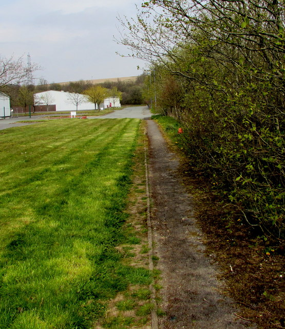 Path into Tafarnaubach Industrial Estate
