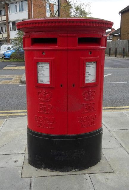 Double aperture Elizabeth II postbox on Cornwall Road, Ruislip