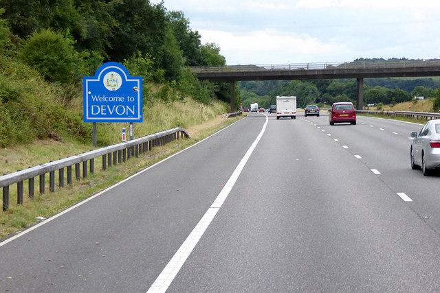 Southbound M5, Devon © David Dixon cc-by-sa/2.0 :: Geograph Britain and  Ireland
