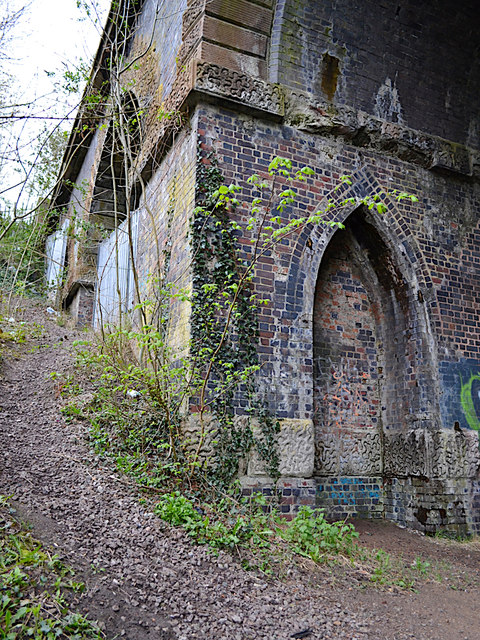 Corner of side arch, railway viaduct over the River Sowe, Willenhall, southeast Coventry