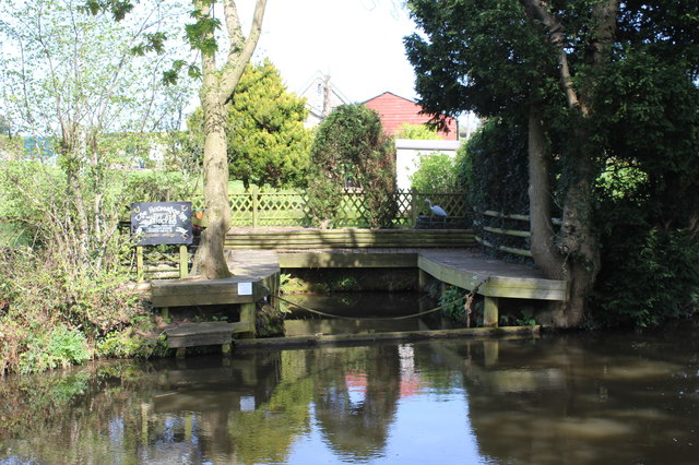Private wharf, Mon & Brec Canal