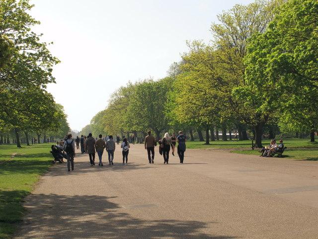 Kensington Gardens Broad Walk with strolling visitors