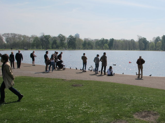 Visitors by Kensington Gardens Round Pond