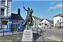 SJ0743 : Corwen: Owain Glyndwr Statue by Michael Garlick