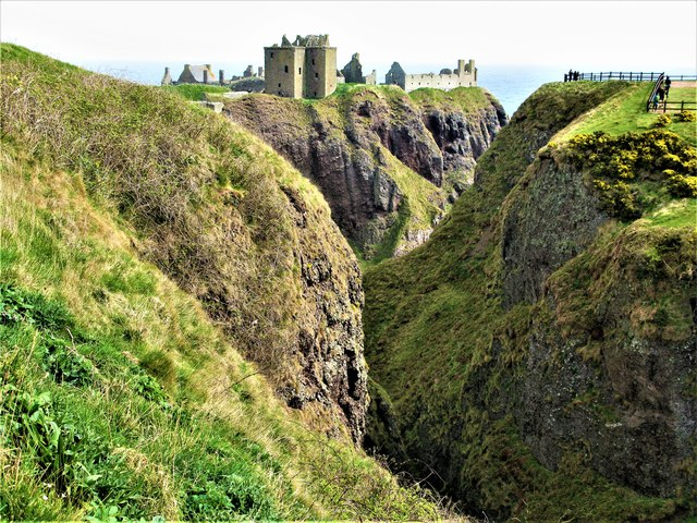 Cleft in rocks at Dunnottar Castle