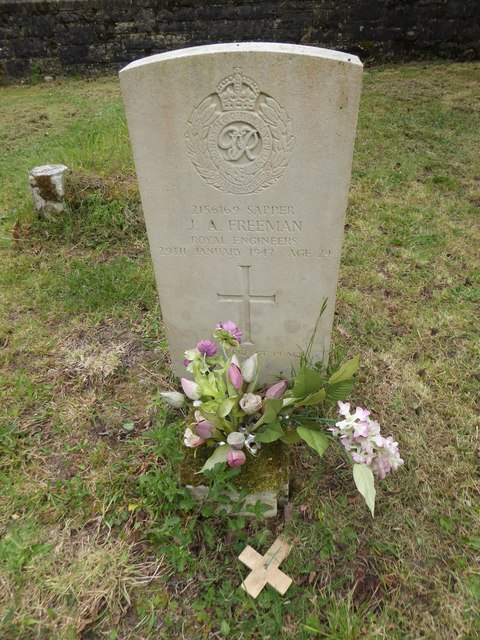 St Mary, Warsash: CWGC grave (vi) © Basher Eyre :: Geograph